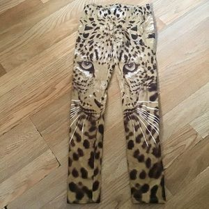 Gap girls leggings with leopard print.